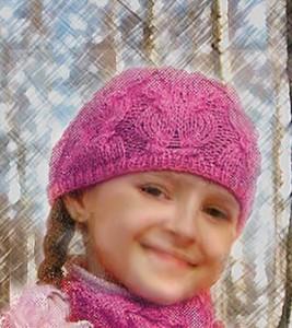 шапка спицами для девочки с узором