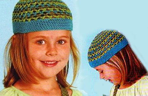 Эта шапочка очень симпатичная, связана она простым ажурным узором.