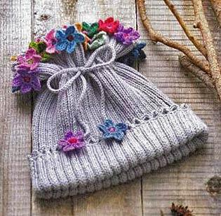 шапочка с цветами для девочки