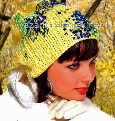 вязаная спицами шапка женская