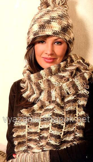 шапка и шарф на вилке