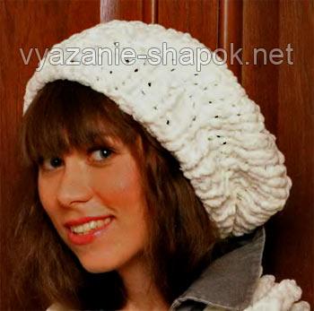 Вязание женских шапок спицами очень популярно, особенно в зимний период 2012-2013.  Белая шапка спицами, отделанная.
