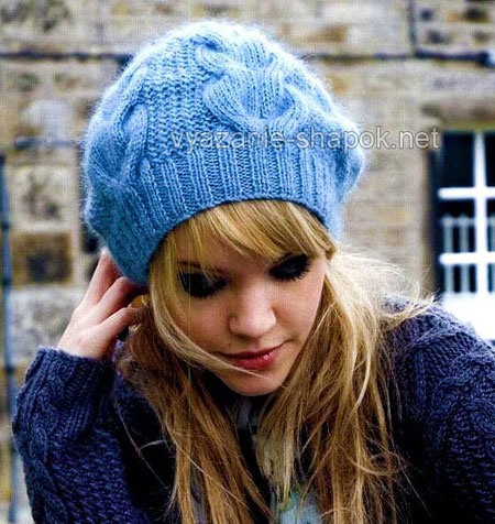 Зимняя шапочка спицами с узором из кос