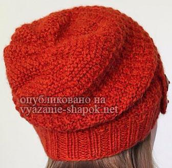 Красивая стильная шапка спицами