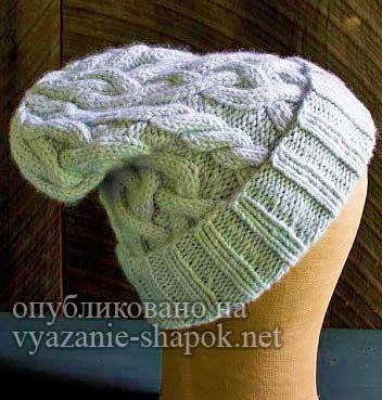 Вязаная шапка с косами круговыми спицами