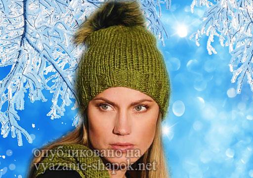 Женская шапка спицами с меховым помпоном
